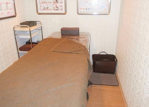 洛南店 施術室ベッドの画像