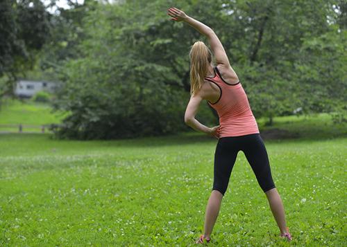 公園で体操