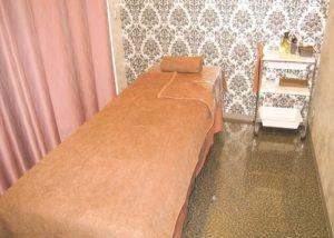 施術室 ベッド